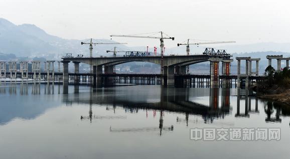 重慶城開高速公路重要控制性工程澎溪河大橋建設現場